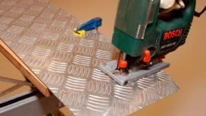 ¿Cómo cortar aluminio?